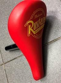 Седло для беговела 235x122, подседельный штырь на 22 мм  (цв. красный)