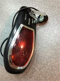 Фонарь задний, 8 мелодий, 1 лампа, батарейки (БЕЗ  КРЕПЛЕНИЙ)